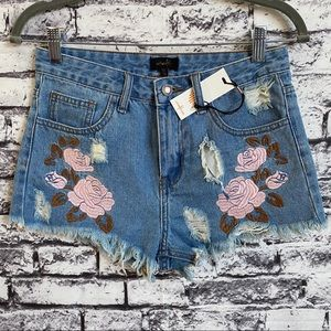 OnTwelfth Floral Embroidered Distressed Jean Short
